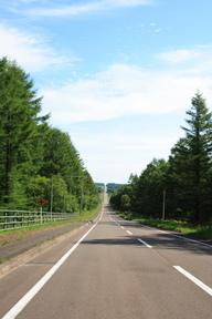 道東の長い直線道路