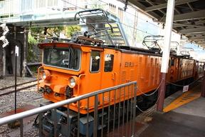 トロッコ機関車